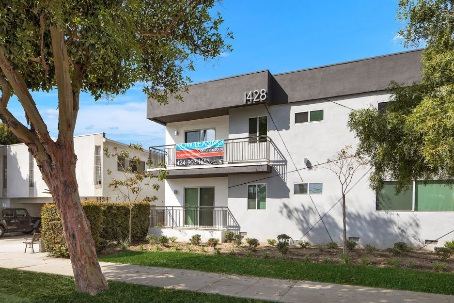 image 2 unfurnished 2 bedroom Apartment for rent in Santa Monica, West Los Angeles